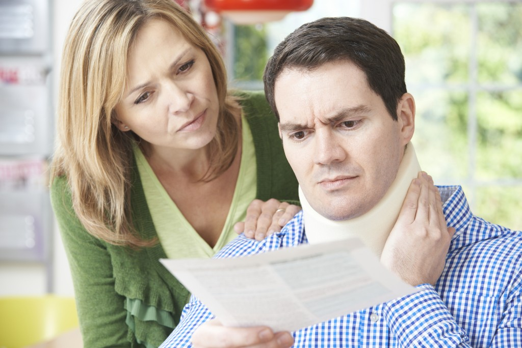 bigstock Couple Reading Letter In Respe 74286169 1024x684 - 3 Early Warning Signs You're Suffering From Whiplash